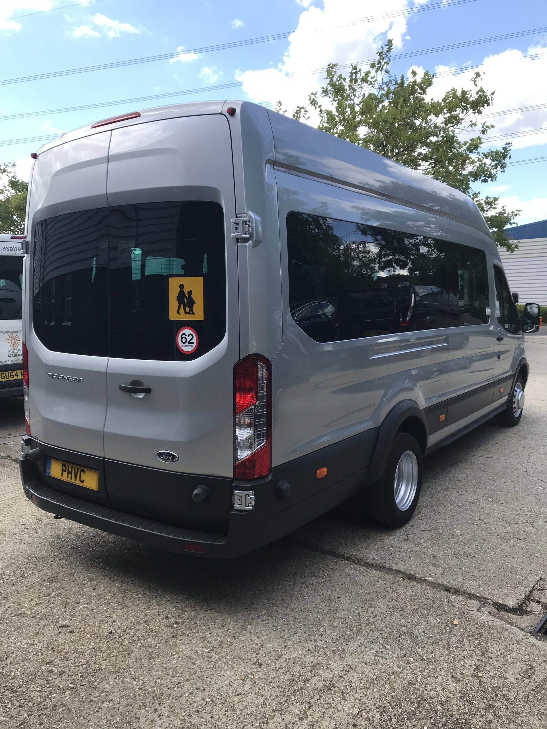 Photograph of Ford Transit 17 seat 460 L4 125ps