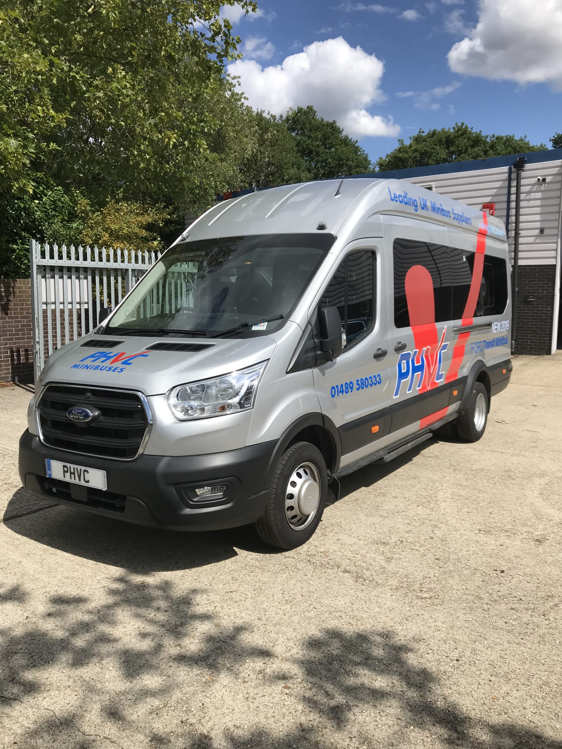 Photograph of Ford Transit Trend 17 seat 460 L4 170ps