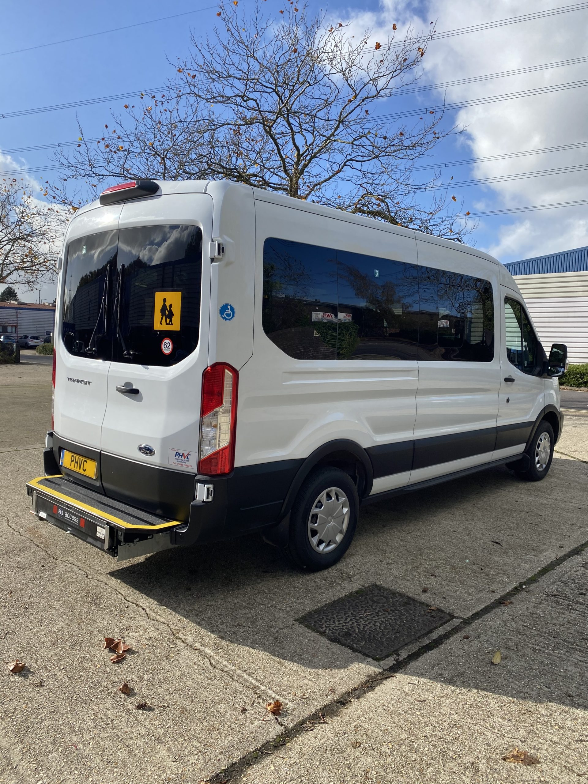 Photograph of Ford Transit Trend 15 seat 410 L3 130ps